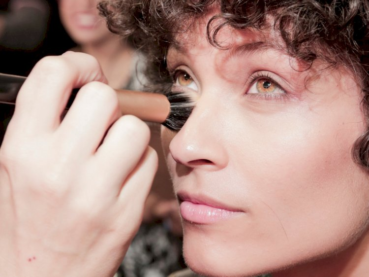 Wear The Makeup With These Ingredients For Better Skin
